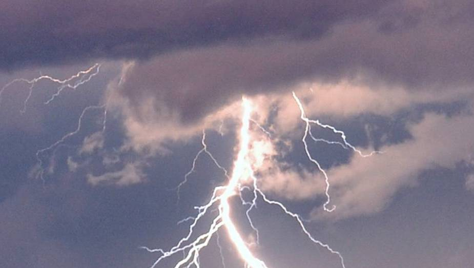 weather warning issued for severe thunderstorms on
