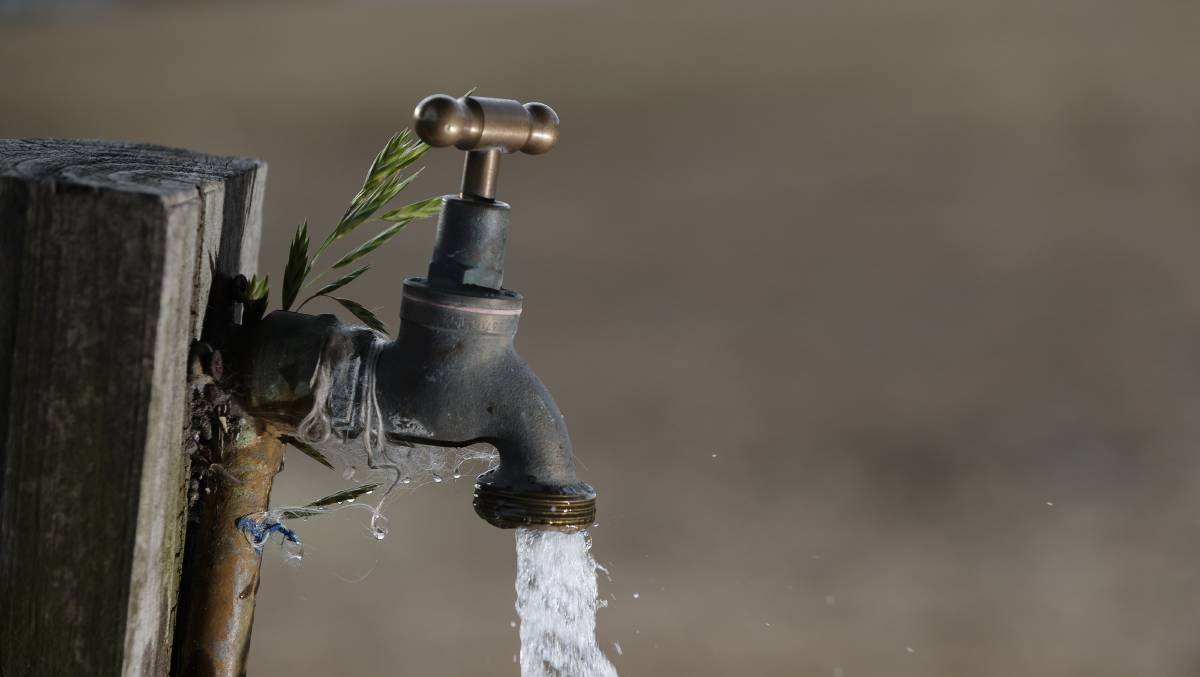 WaterNSW and Lithgow City Council are working together to keep residents supplied with water as work continues to repair a pipe break that is threatening supply to Lithgow villages. FILE